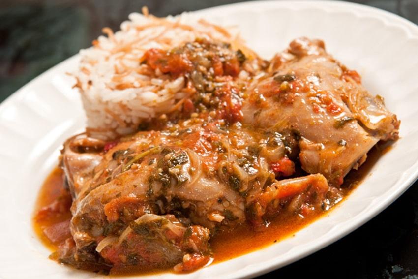 Receta de pollo guisado con tomate