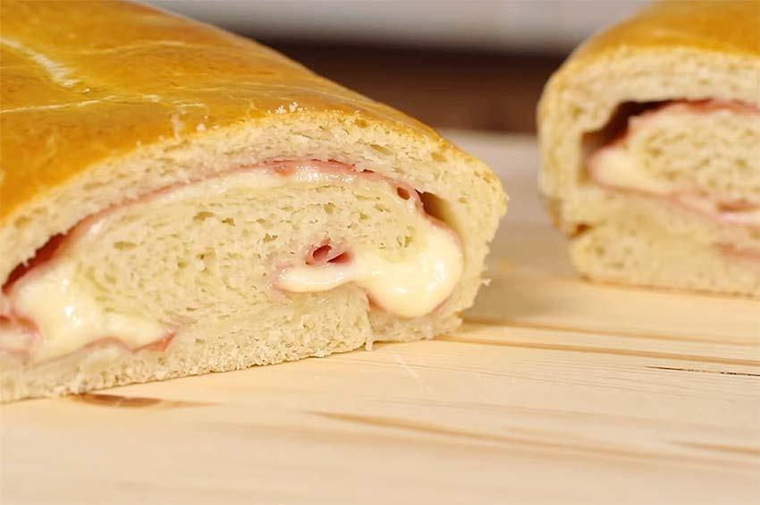 Receta de rollo de pan focaccia relleno de jamón y queso